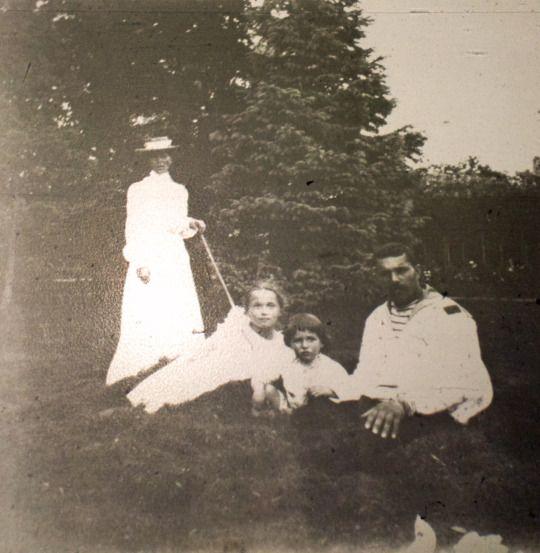 Olga and Alexei, 1907