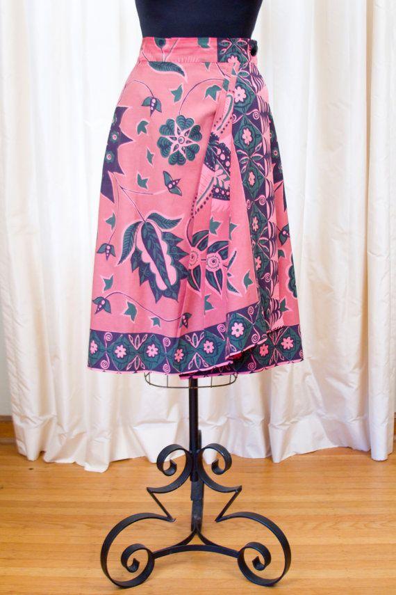 1940's Skirt // Hawaiian Sarong Wrap Skirt in Mauve and Green