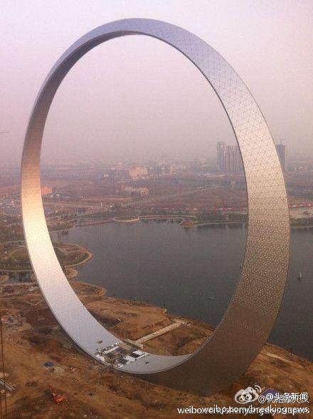 attrip:    【中国】超巨大リングのようなビルが出現!デザインが斬新過ぎると話題 | A!@attrip