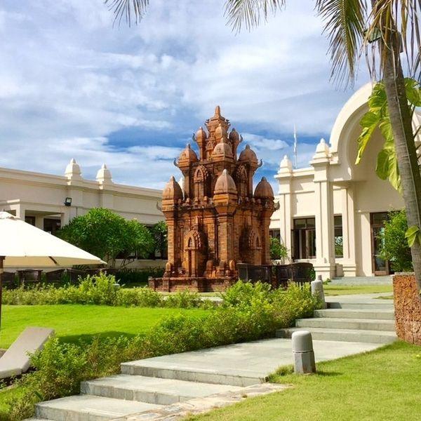 1. Sapa Jade Hill Resort Vừa mới xuất hiện 1, 2 tháng gần đây, thậm chí không gian tổng quan của khu resort này vẫn đang trong quá trình hoàn thiện nhưng Sapa Jade Hill Resort đã kịp trở thành hiện tượng thôi thúch biết bao người đến với Sapa.S apa Jade Hill Resort được …