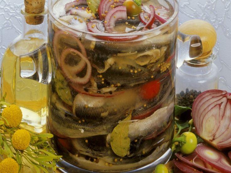 Маринованная сельдь — это основа для блюд и самостоятельное блюдо. Рецепт очень особенный, такую рыбку в магазине не купишь, а создать её совсем не тяжело. Конечно же, это блюдо не для ежедневного питания, но оно подходит для праздничного застолья, вечеринок и пикников. Ломтик маринованной сельди найдёт своё место в салатах, различных канапе и дополнит отварной […]