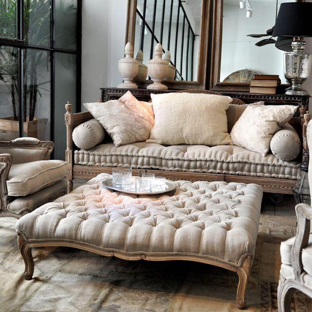 Relax… #Banqueta de lino capitoné + #Sofa hindú de madera tallada
