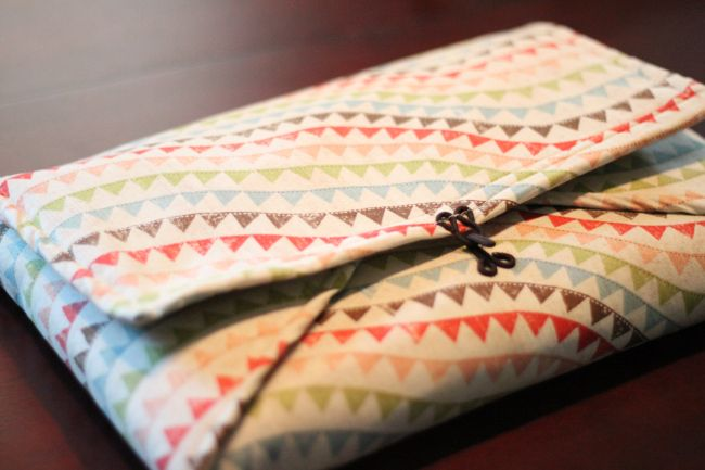 DIY Envelop Laptop Case - made with one layer of fabric, one of felt