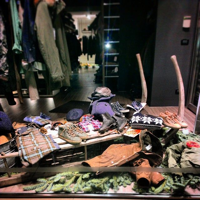 Christmas Windows #gilet #mosca #shirt #mosca #fieldjacket #manifatturaceccarelli #coat #tanomuaskme #sneakers #leathercrown #sweater #grp #fashion #jstore #jstorejesolo #jesolo