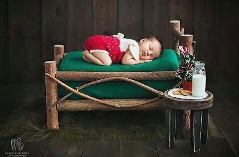 Покажу вам сказку!!! Сказочная кроватка и столик наших рук дело а чудесная фотография @artamonova_newborn  #folk_newyear