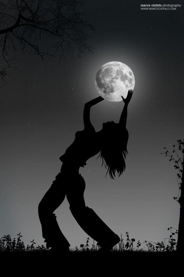 Foto tocando la Luna