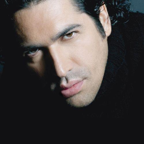 Ildebrando D'Arcangelo- ( 14.Dezember 1969 - ) ist ein italienischer Opernsänger (Bariton und Bass).