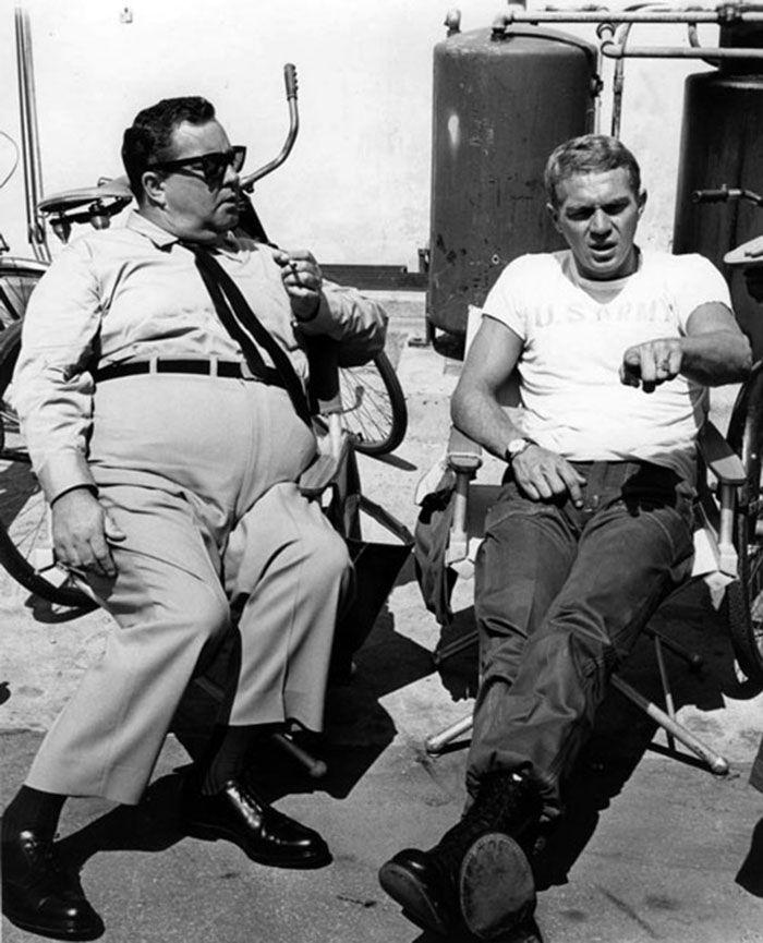 """Jackie Gleason y Steve McQueen en """"Compañeros de armas y puñetazos"""" (Soldier in the Rain), 1963"""