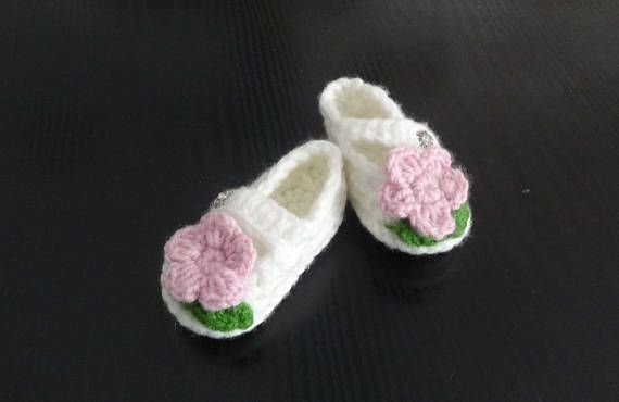 Booties for baby  Crochet baby shoes  Baby girl shoes  Mary