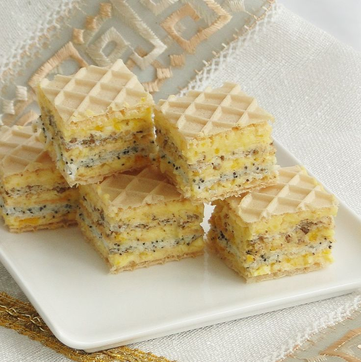 Cake with Wafer, Cream and Poppy (in romanian)