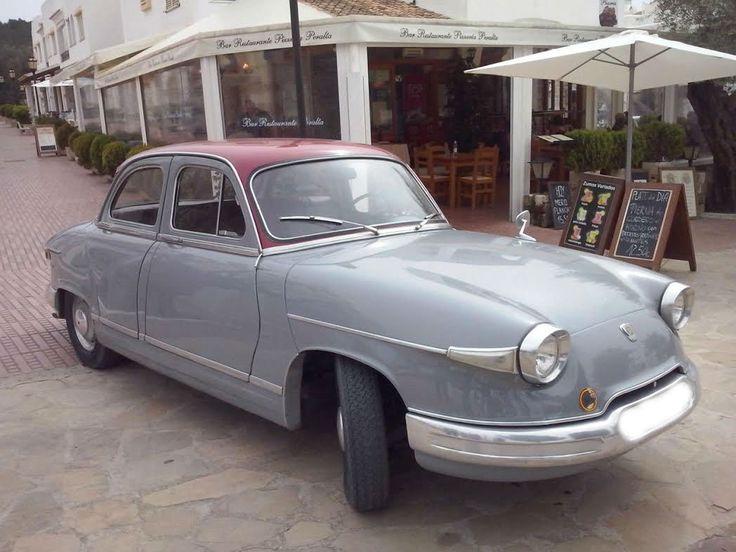 El Panhard PL 17 fue un coche producido por el fabricante de automóviles francés Panhard entre 1959 y 1965. Presentado el 29 de junio de 1959, como sucesor del Panhard Dyna Z, el PL 17 fue una evolución de éste, pero con una carrocería más equilibrada que la de su predecesor.