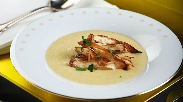 Σούπα σελινόριζας με κάστανα και τσιπς σελινόριζας