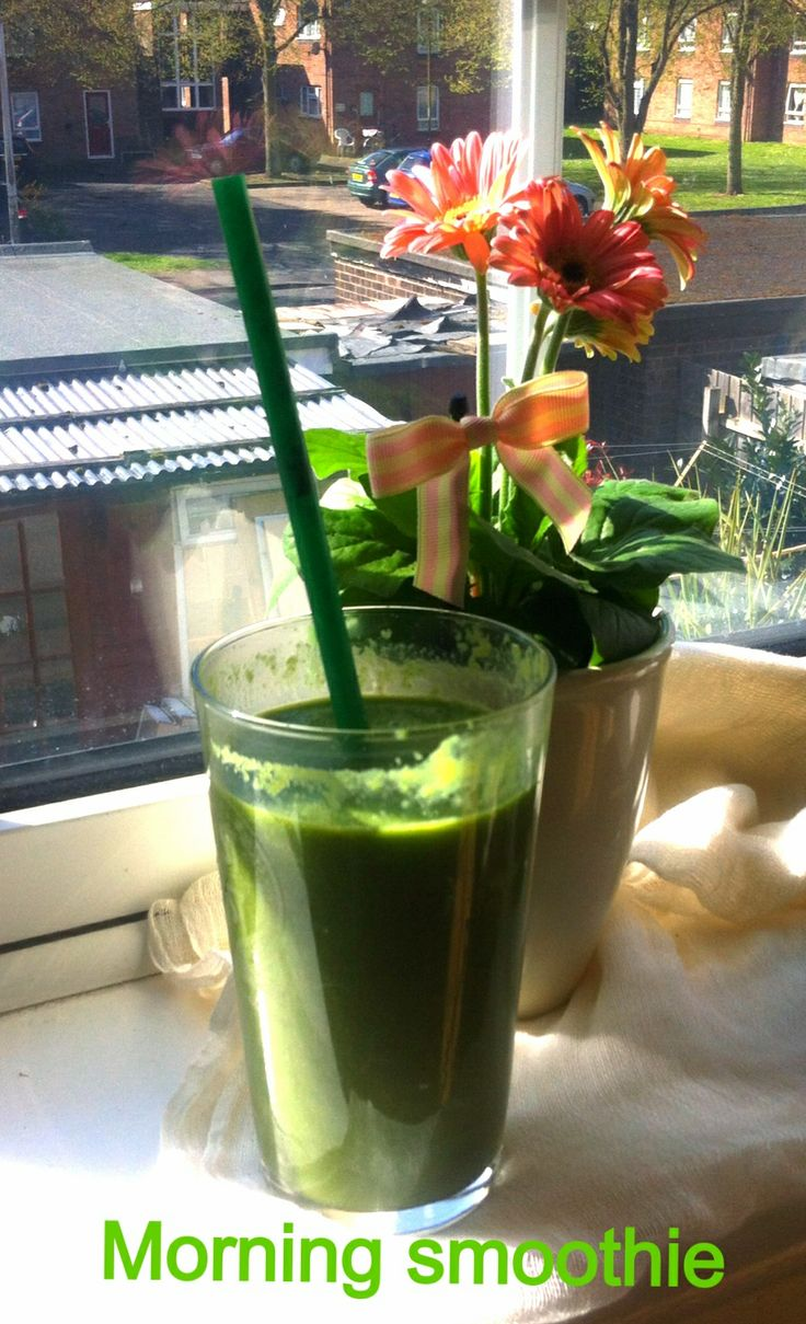 Hello morning.. Smoothie made with: spinach,blue kale, cucumber, ginger, a little tourmenic, avocado, chinese cabage... It's delicious