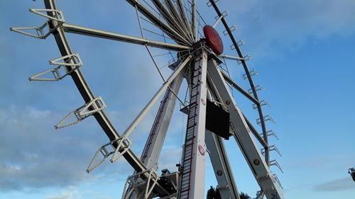 Noch fehlen die Gondeln...  http://www.tarisa.de/highlights-of-the-week-bummel-ueber-den-kramermarktaufbau/  #Kirmes #Kramermarkt #Riesenrad #Karussell #Oldenburg