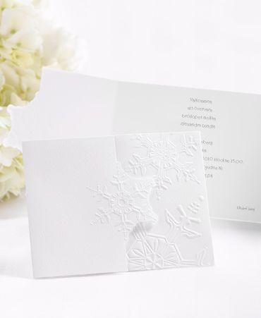 Snöflinga perfekt inbjudningskort för ett vinterbröllop. #calligraphenwedding #calligraphendetails #bröllop #wedding #white #winter #invitations #inbjudningskort #bröllopskort