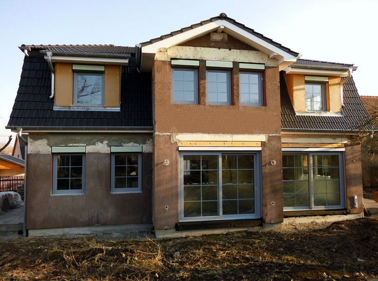 Zusammen mit unserem FCN-Baupartner aus Apolda konnte der Rohbau eines Einfamilienhauses in Niederroßla mit haufwerksporigen Außen- und Innenwänden aus Liapor (Blähton) fertiggestellt werden.  Bei dem Projekt haben sich die Bauherren bewusst für eine Außenwandstärke von d=42,5 cm, LAC2-0,55 entschieden und konnten somit auf eine zusätzliche Außendämmung verzichten.  #Baupartner#Einfamilienhaus#Liapor#Blähton  Foto: FCN, FMT