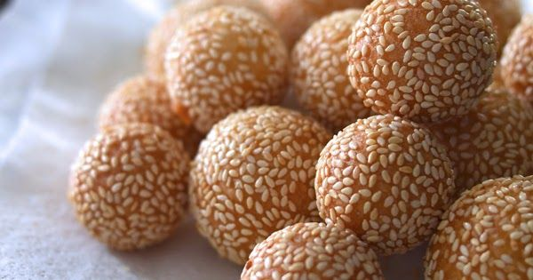 """The name bánh cam literally means """"orange cake"""" because these balls simply resemble oranges, not because there are any actual oranges in it."""