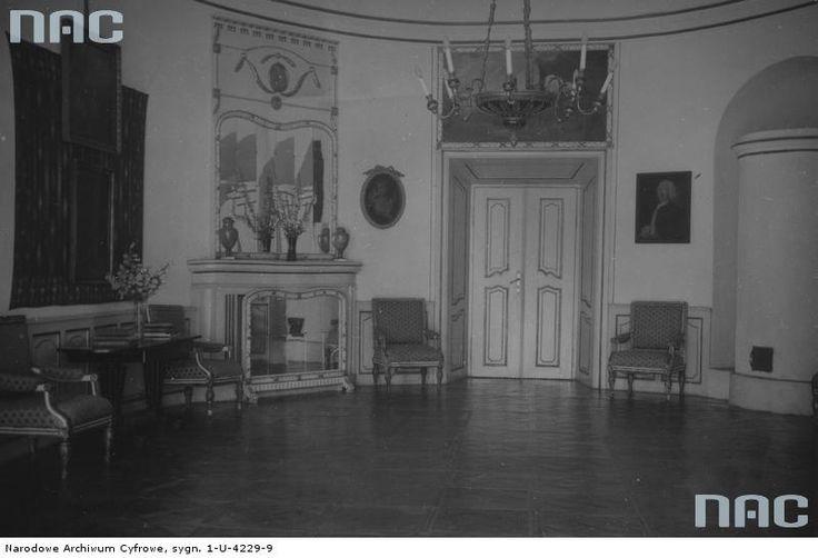Tytuł tematu: Narol. Pałac Łosiów Opis obrazu: Fragment sali owalnej. Data wydarzenia: 1918 - 1939