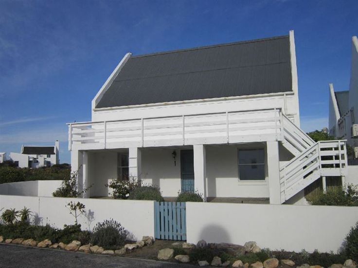 De Villa Sophia - De Villa Sophia is a self-catering house set in Paternoster. It can accommodate up to four guests and promises a relaxing weekend away.This house has two bedrooms, two bathrooms, a fully equipped kitchen, ... #weekendgetaways #paternoster #southafrica