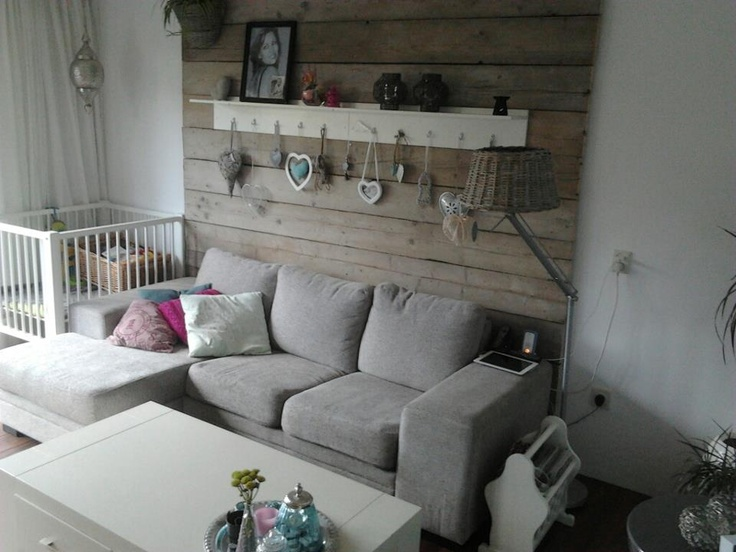 Wand van sloop/steigerhout, leuk zo achter de bank