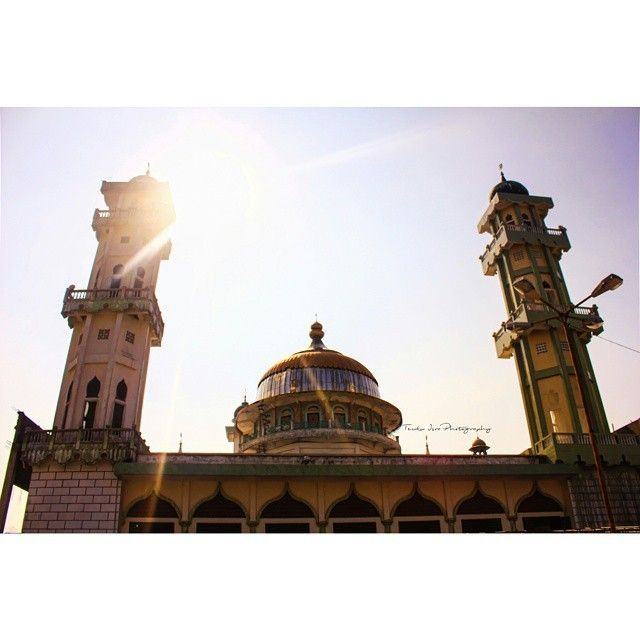 regram @teukuisra10  Location : Mesjid Langsa , Aceh Timur , Indonesia. Taken : Canon 550D  #israphotograph #nature #mosque #vscoaceh #insta_aceh #wisataaceh #tengokaceh #iloveaceh #iloveacehbesar #langsa #ig_aceh