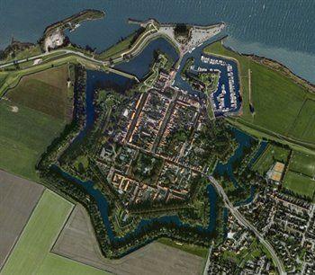 Willemstad vanuit de lucht. Brabant Foto: Google Earth.