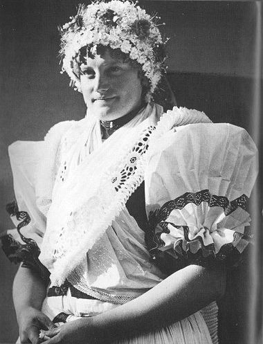 Hungarian folk costume from Galgamácsa./magyar népviselet