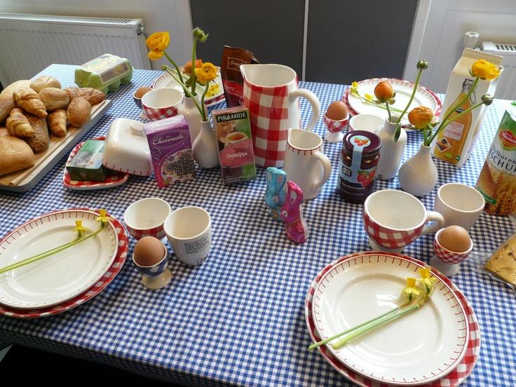 Zo krijgt iedereen wel zin in ontbijt! Met servies van At Home With Marieke verkrijgbaar bij Verfwinkel in Workum en natuurlijk heerlijke biologische producten van GezondGemak