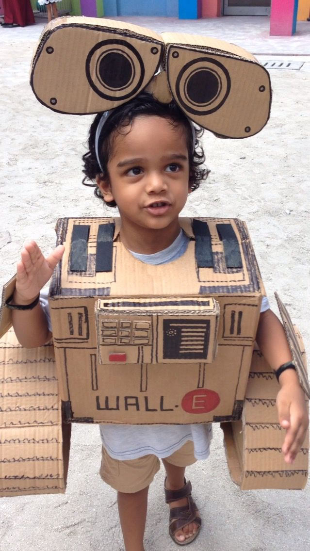 Aal is WALL-E Easy DIY Cardboard Recycled Costume