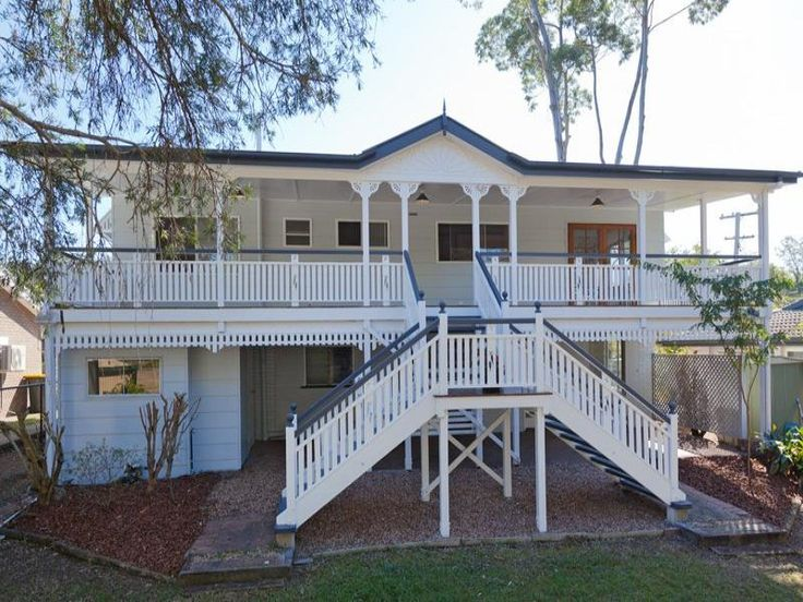 Large Queenslander in Brisbane. This style of home will never become outdated as it has character and charm. #australianhomes #queenslander #brisbane