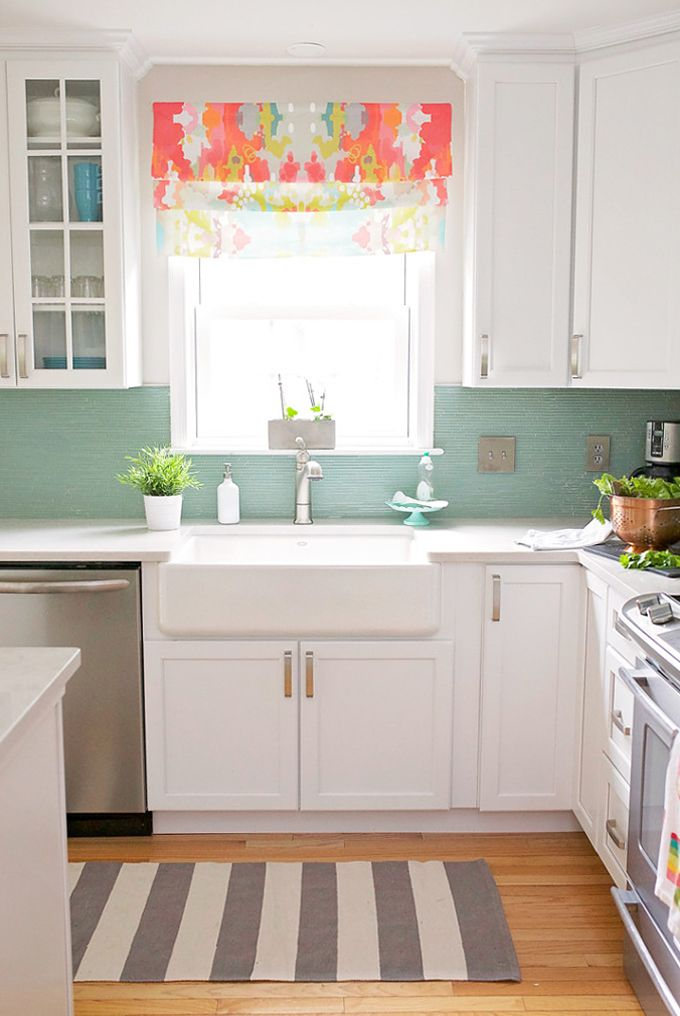 I am feeling super inspired today...this has to be one of my favorite kitchens ever! The bright and cheery space belongs to Hayley Crouse of Welcome to the Mouse House and Mouse House Creations. She r