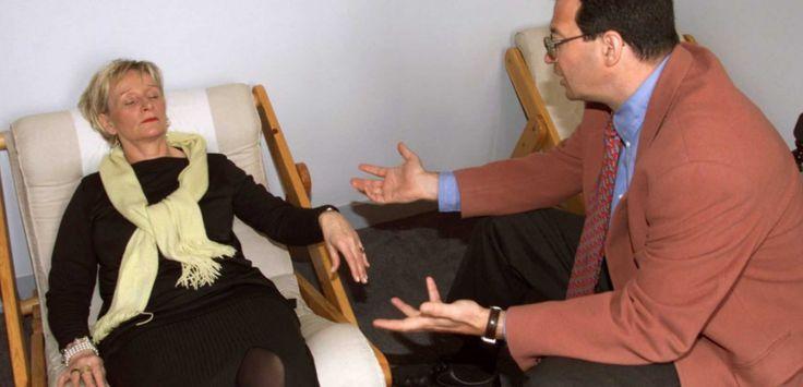 Un rapport de l'Inserm sur l'hypnose démontre son efficacité au bloc opératoire et face aux troubles digestifs de la colopathie dite fonctionnelle. Il plaide aussi pour des études plus fines intégrant le ressenti des patients.