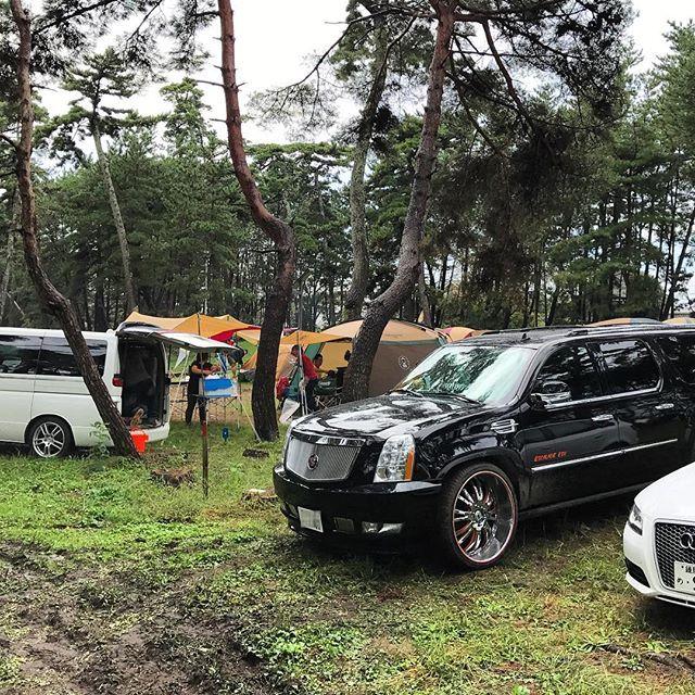 【hito.c.tagram】さんのInstagramの写真をピンしています。《日曜、月曜でキャンプ! エスカレードが復活しなかったらキャンセルだったけど、無事に行けて良かった♪ 日曜の朝は雨でどうなる事かと思ったけど、天気も回復して楽しめた♪ よかったよかった(*´∀`)♪ ・ #cadillac #escalade #cadillacescalade #esv #escaladeesv #キャデラック #エスカレード #キャデラックエスカレード #エスカレードesv #asantiwheels #asanti #キャンプ #camp #コールマン #coleman #自然 #木 #林 #森 #bbq #バーベキュー》