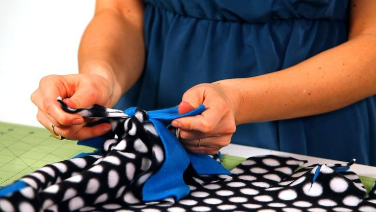 Learn How To Make A No Sew Fleece Blanket With Designer
