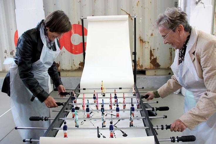 Die Marke Gompf+Kehrer wurde von den beiden Designerinnen Verena Stella Gompf und Cordula Kehrer gegründet und hat sich dem Material und Handwerk verschrieben.