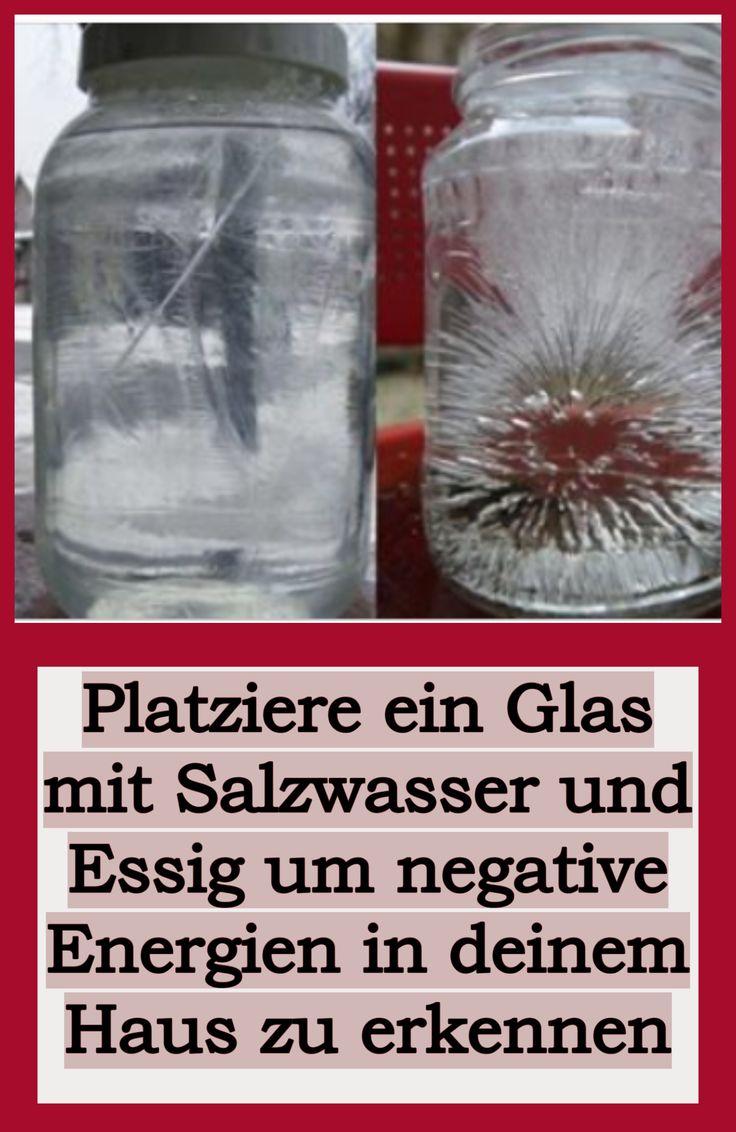 Platziere ein Glas mit Salzwasser und Essig um negative Energien in deinem Haus zu erkennen