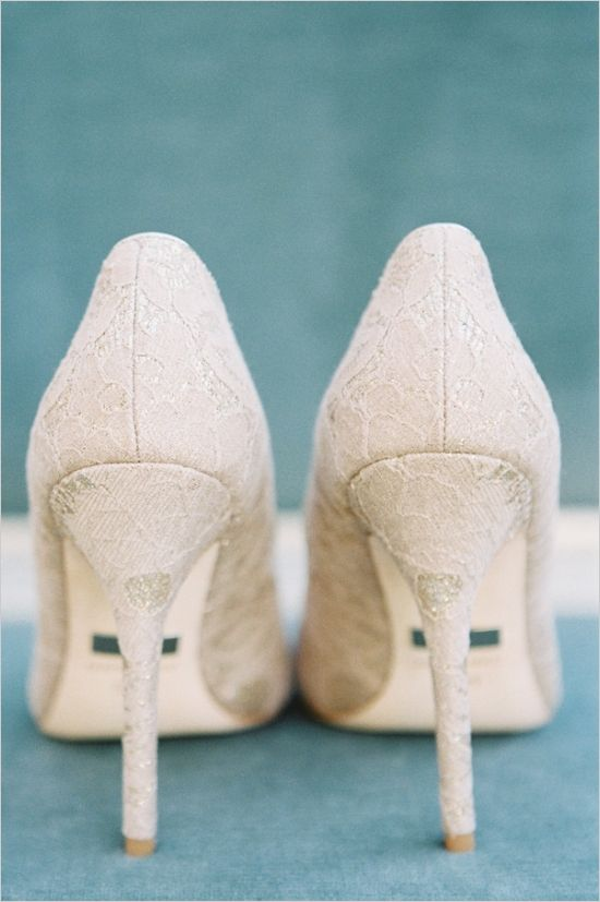 Badgley Mischka elegant wedding shoes #weddingshoes #badgleymischka #weddingchicks http://www.weddingchicks.com/2014/02/14/hard-meets-soft-fall-wedding-inspiration/