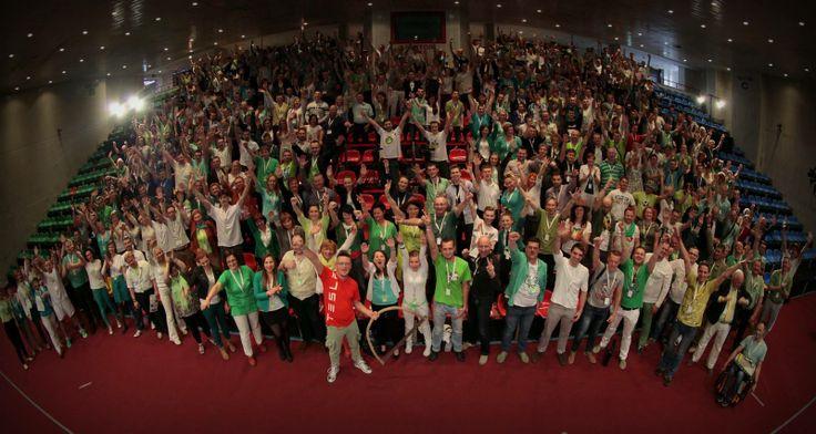 Zakończyliśmy właśnie XXVI edycję #KRMW! Ponad 400 osób wyjeżdża do domu zainspirowani do działania, z wiedzą, notatkami i pomysłami w ręku   Dziękujemy Wam za wspólny czas. Wierzymy, że dzień spędzony w otoczeniu tak wspaniałych ludzi przyczyni się realizacji wielu celów i marzeń. Do zobaczenia na Milionowym Klubie #MentalWay już w październiku!