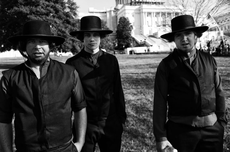 """Photo of Amish tourists on the US Capitol lawn. """"The Amish"""" premieres on PBS Feb 28Feb 28, Simple Life, Amish Mennonite, Pbs Feb, Amish Tourist, Capitol Lawns"""