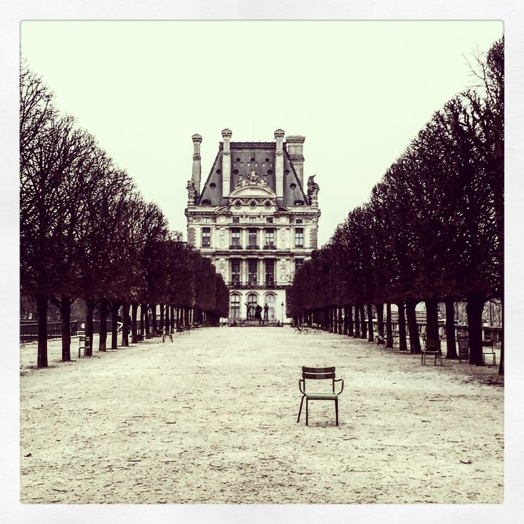 This gorgeous photograph of the Musée du Louvre taken by artist Fiona Hueston would make the perfect addition to your art collection.