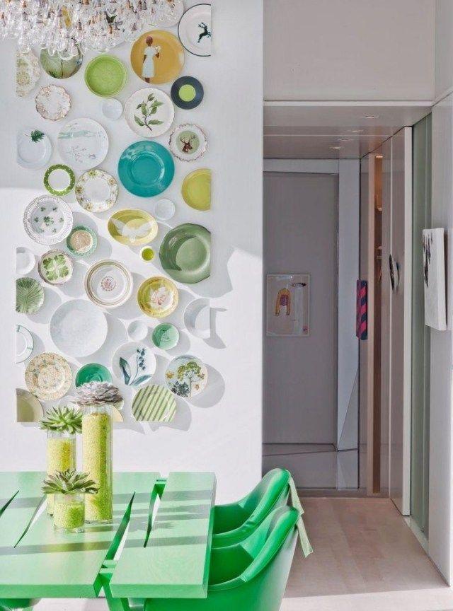 revêtement mural cuisine mur DIY en assiettes céramiques