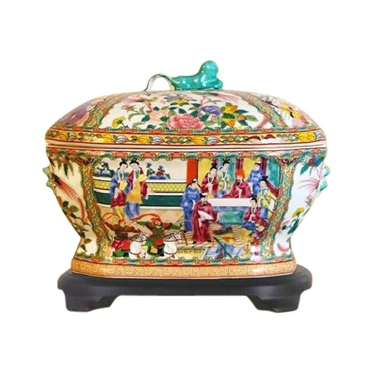 Beautiful Chinese Porcelain Rose Canton Tureen with Base