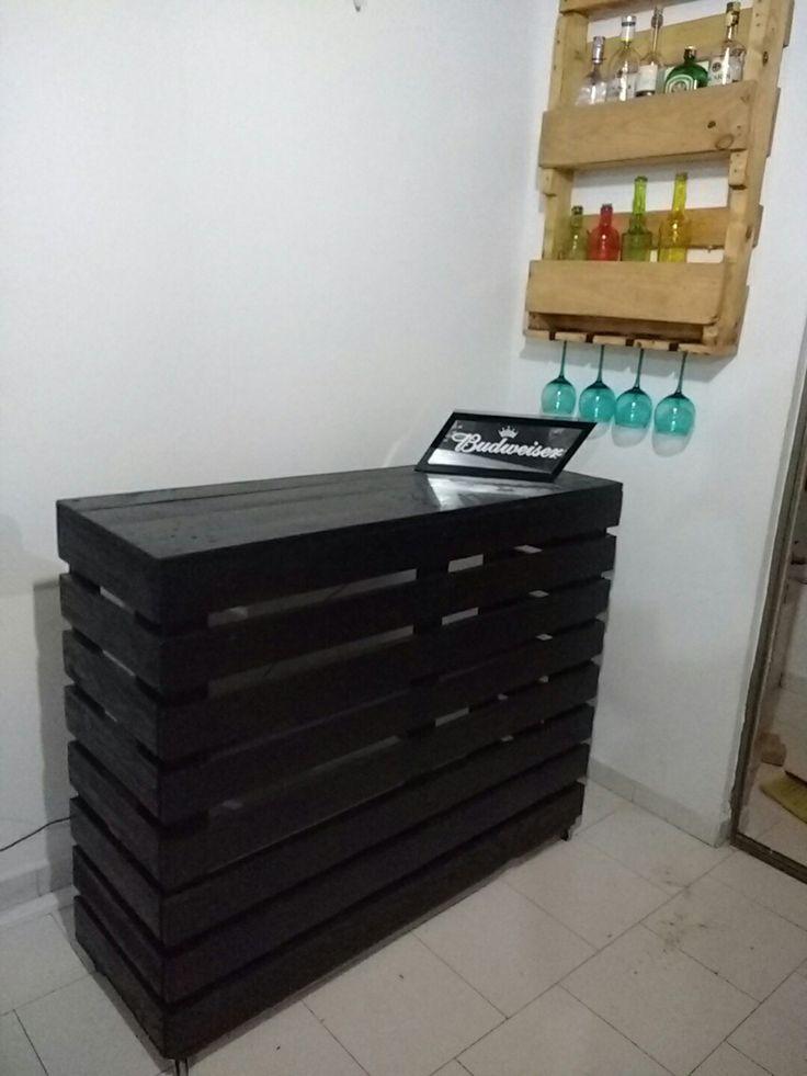 Barra con licorera todo reciclado estiba Palets DIY