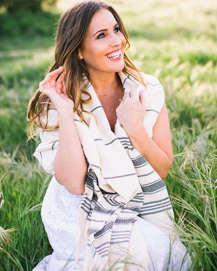 "Instagram => ""Two beauties in the same photo: @dandeliontxtl & @missninibb  ・・・ Photo credit: @kateelizabethphotos ・・・ #towel #turkishtowels #spatowels #beachtowels #bathtowels #gift #giftidea #present #wishlist #bachelorette #bacheloretteparty #bachelorettegift #bachelorettegifts #babywrap #Peshtemal #TurkishTowel #DandelionTxtl #DandelionTextile #turkishbeachtowel #dandelion #love #beach #pool #bath #spa #hammam #turkishbeachtowel #gym #fitness #sauna"""