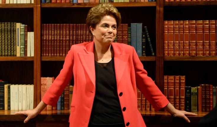 """Dilma Rousseff, no Palácio da Alvorada.  Dilma: """"Governo se diz de salvação nacional, mas é de salve-se quem puder"""""""