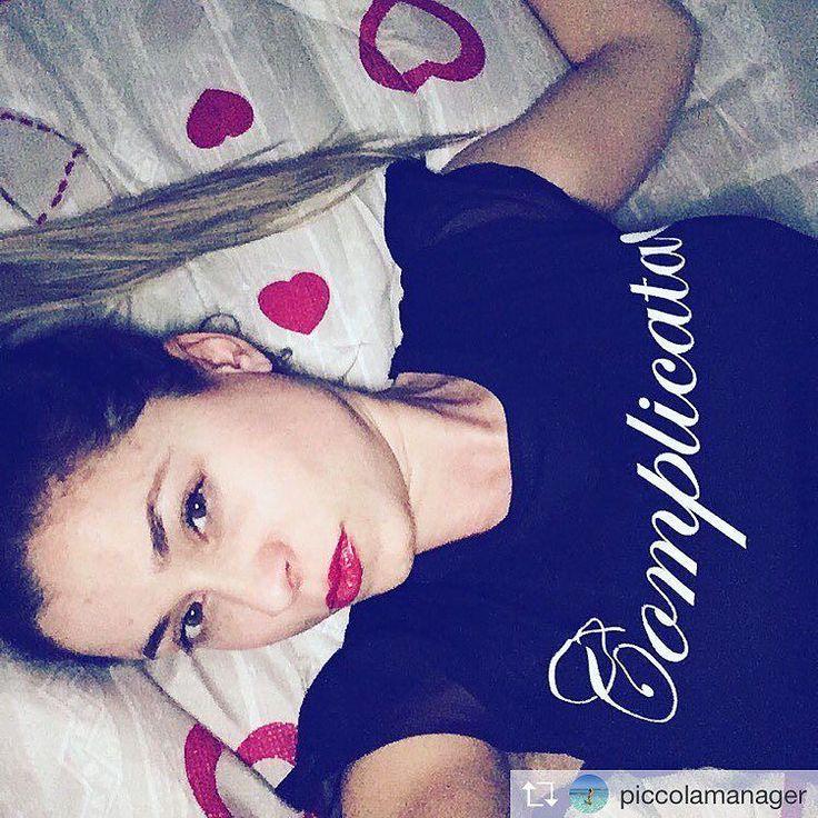 Magliettina Top  Tagga i tuoi amici sulle nostre foto per condividere i nostri post  chi tagga più persone nei commenti entro fine luglio riceve una TShirt  visita il nostro sito e scopri i prodotti della nuova collezione P/E2017  #tshirt #tshirts #tshirt #maglietta #magliettina #magliettafiga #magliettatop #coeuno #newsaporter #mifavolare #bomber #bomberina #bomberone #bellavita #bellagente #staimale #ioete #siamosolonoi #amoremio