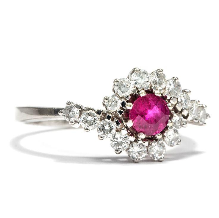 Verliebt in die Liebe - Vintage Ring aus Weißgold mit Rubin & Diamanten, um 1965 von Hofer Antikschmuck aus Berlin // #hoferantikschmuck #antik #schmuck #antique #jewellery #jewelry // www.hofer-antikschmuck.de