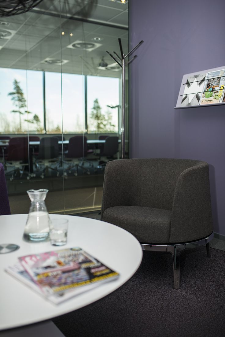 Omni easy chair, design: Carl Öjerstam   Array coat stand, design: Carl Öjerstam   Cord magazine holder, design: Sandin & Bülow
