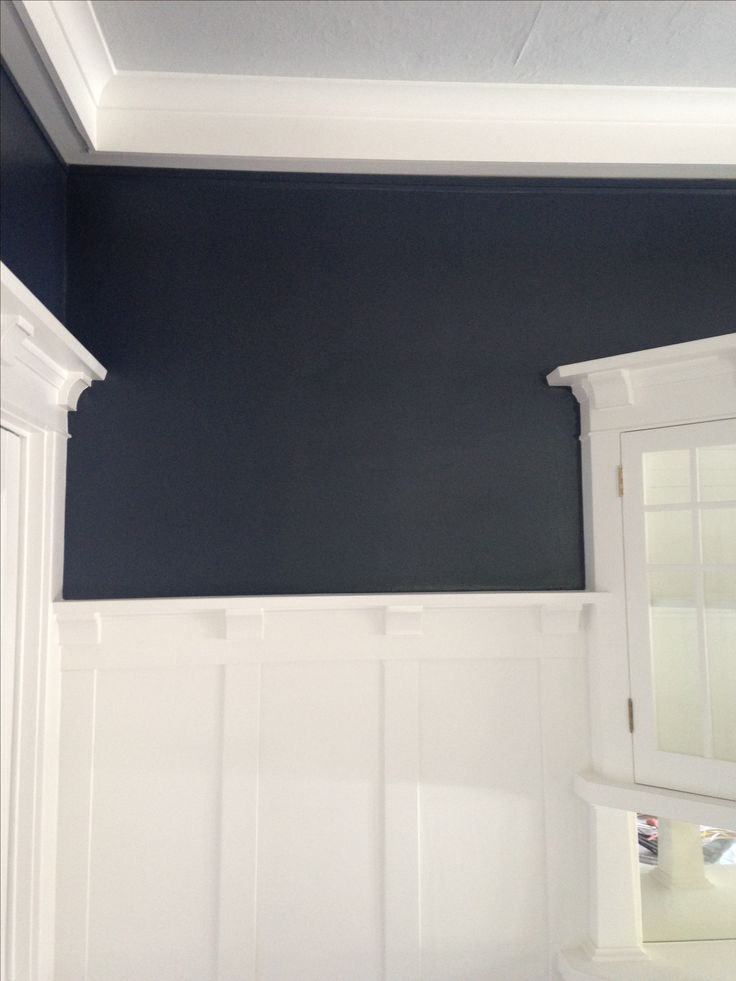 Dining room makeover :: Benjamin Moore Hale Navy + Benjamin Moore Chantilly Lace