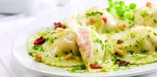 La Salteña | Recetas | Sorrentinos Jamón y Muzzarella con salsa de pesto de rúcula y tomates